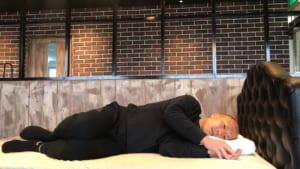 テンピュールの枕「オリジナルネックピロー」横向き