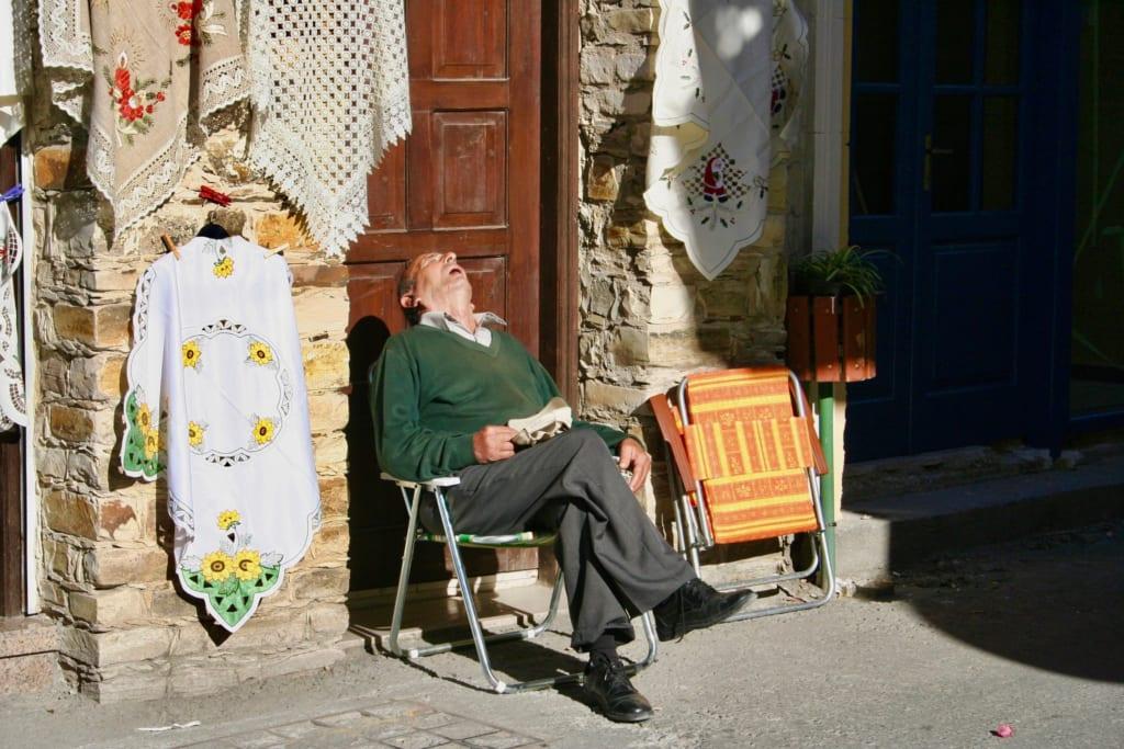 椅子で昼寝